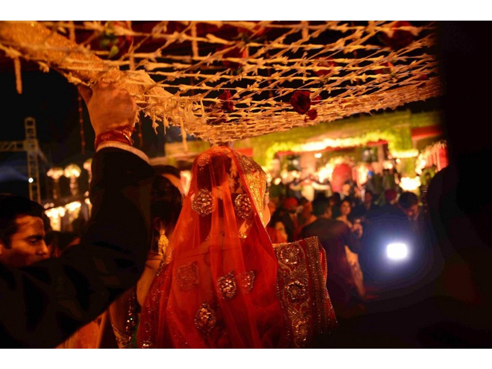 brides-entrance